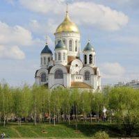 Изготовление куполов на Храм прп. Сергия Радонежского г. Москва. Центральный купол позолочен сусальным золотом