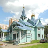 Глава и крест на храме святых Жен-Мироносиц в м-не Марьино г. Москвы