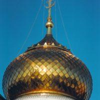 Окрытие центрального купола в объёмную шашку нержавеющей сталью с напылением нитридом титана, г. Раменское.