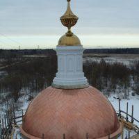 Центральный купол облицован медью в «косую шашку»