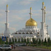 Изготовление куполов на Мусульманский культурный центр г. Астана, Казахстан Жесткая кровля на центральном куполе и минаретах облицованы медью и покрыты сусальным золотом
