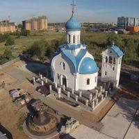 Крест и купол, смонтированные на Храм Рождества Пресвятой Богородицы села Говорово Московской области