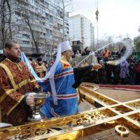 Освящение крестов владыкой Марком