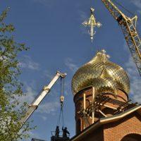 Воздвижение крестов на Храм в пос. Сеймчан Магаданской обл.