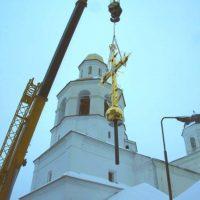 Монтаж креста на Спасо-Вознесенский женский монастырь в Смоленске