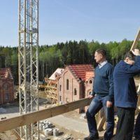 Строительство храмового комплекса в Смоленске. На строительной площадке