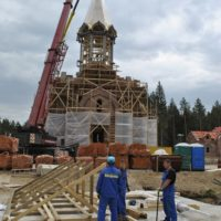 Монтаж шатра, купола и креста на Храм Воскресения Христова в Катыни.