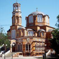 Установлены кресты на Благовещенском греческом храме в Ростове