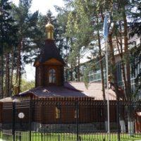 Монтаж крестов и главок на Церковь Великомученика Георгия при Центральном региональном центре МЧС в Москве.