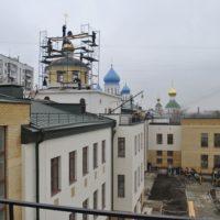 Воздвижение креста и купола на здание приютского дома Николо-Перервинского монастыря в Москве