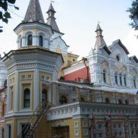 Работы по ремонту кровли в Патриаршей резиденции в Переделкино.
