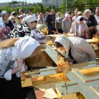 Освящение креста на храме святых Жен-Мироносиц в м-не Марьино г. Москвы