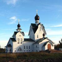 Установлены кресты на Церкви Троицы Живоначальной на Петергофском городском (Бабигонском) кладбище
