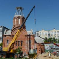 Монтаж куполов и крестов на Храм св. мц. Татианы Римской в Москве