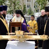 Освящение крестов для Кафедрального собора Рождества Христова в г. Южно-Сахалинске.