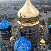 Установлены все купола и кресты Собора Рождества Христова в г. Южно-Сахалинске.