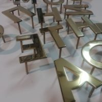 Буквы из нержавеющей стали с напылением нитридом титана